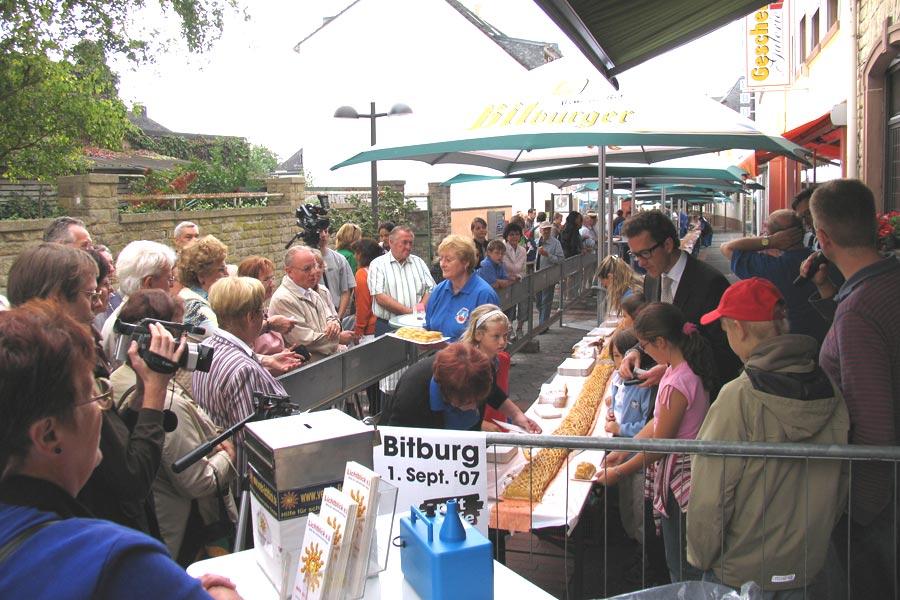 Längster Apfelstrudel Deutschlands Rekordversuch in Bitburg
